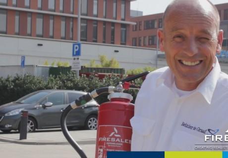 Zelf brandblussers vullen bij het Reinier de Graaf Ziekenhuis in Delft