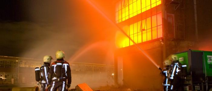 Brand in oude fabriek